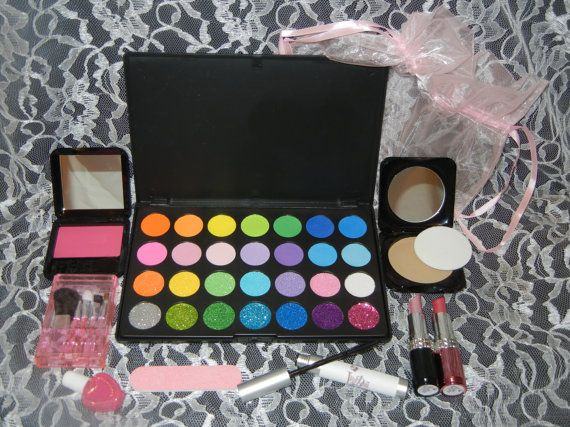 Kids Pretend Play Makeup 10pc Dream Set Mess & Mark Free by PretendLife!! Can't wait for Kyler Ann to get her rustic vanity with all her makeup Christmas morning and see her face <3