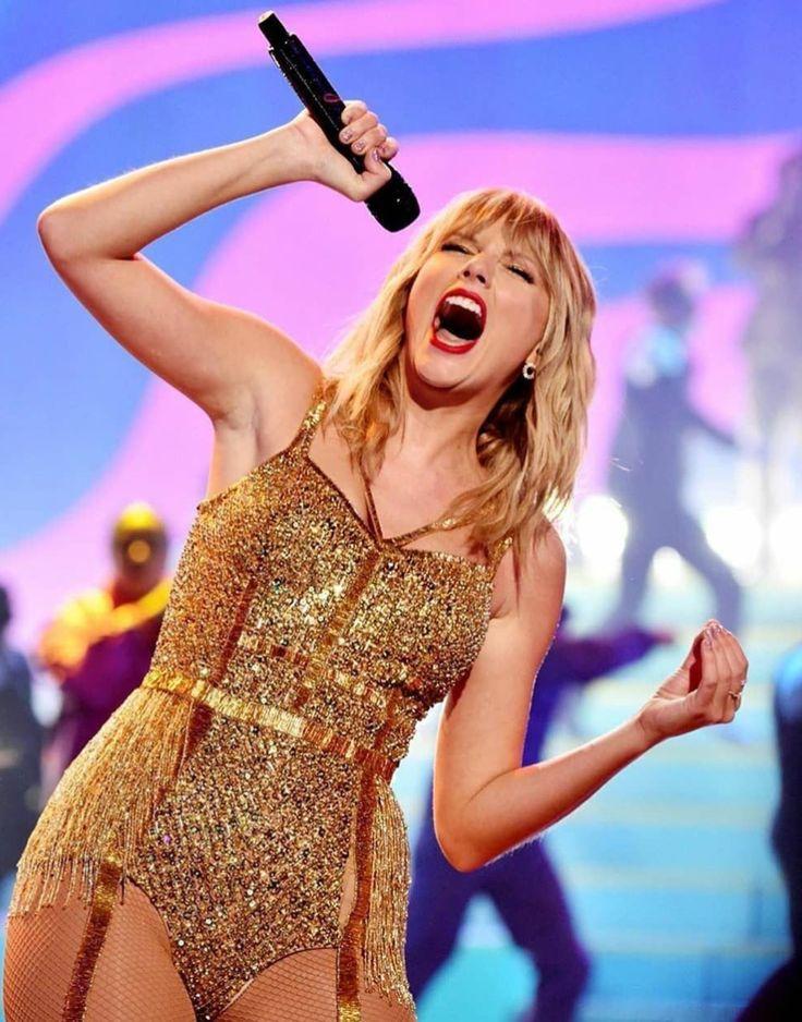 Taylor Swift   Taylor swift dress, Taylor swift videos ...