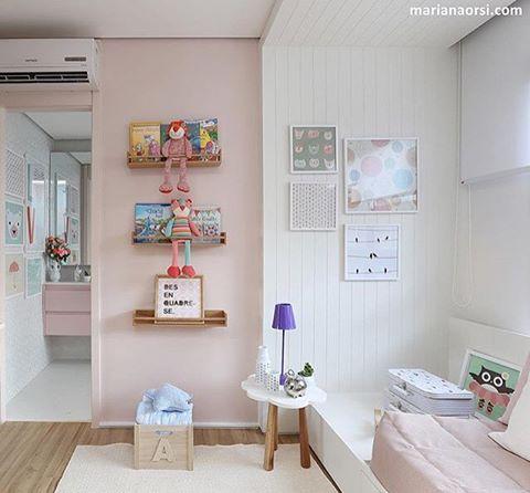 Quarto menina l Rosa bebê com branco é um verdadeiro clássico em se tratando de quarto de menina, mas com os quadros e prateleiras para livros, ele ficou mais alegre. Projeto lindo @fernandamarquesarquiteta e  @mariana_orsi #bedroom #kids #girl #kidsroom #children #quartodemenina #popart #cute #love #barbie #blogger #decor #diadascrianças #pink #loveit #beautiful #happy #happyday #blogfabiarquiteta #fabiarquiteta http://www.fabiarquiteta.com