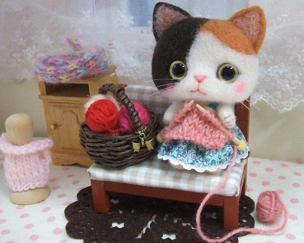 Needle felted cat knitting - so adorable!