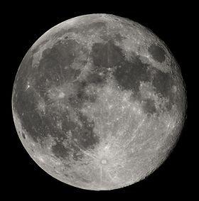Full Moon Luc Viatour.jpg