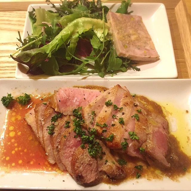 GAZZO〜ガッツォで初ランチ🍽🤤生でも食べられるくらい新鮮な国産豚の超低温ロースト🐷柔らかくて食べやすくて美味しい〜🤤💕お肉の下にマッシュポテトが敷いてあるんだけど、一緒に食べることでさらに美味しい🐖岩塩も効いてる😋 #gazzo #ガッツォ #肉 #国産豚 #水道橋 #神保町 #ランチ #豚肉 #柔らかい #美味しい #イタリアン #ローストポーク