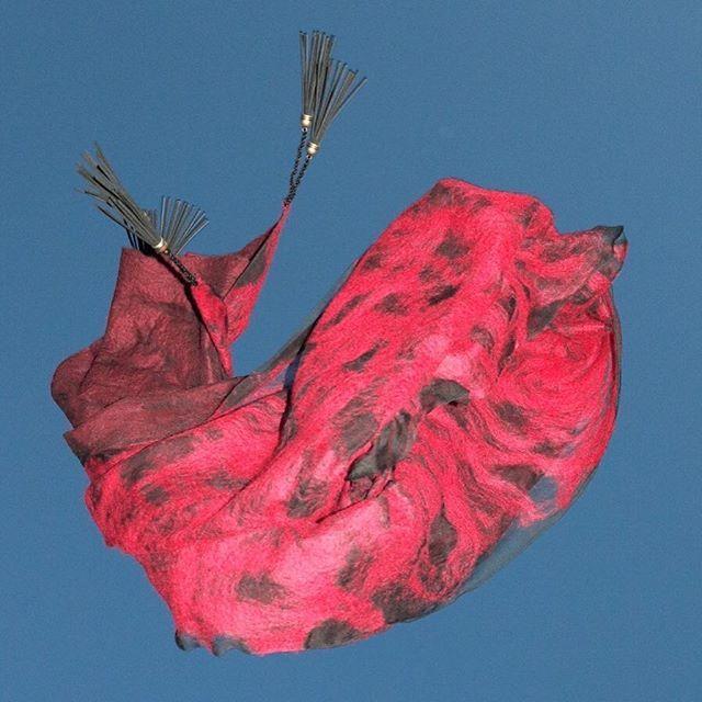 #fashion #style #valeins #handmade #silk #silkscarf #scarf #nunofelt #felt #streetstyle #streetfashion #aucklandfashion #merino #merinowool #newzealandwool #newzealandfashion #black #red #redandblack #OOTD #handmadecurator #insta_art #insta_fashion #موضة #ستايل #فالينز #صناعة_يدوية #حرير #سكارف_حرير