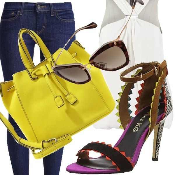 Per uno stile comodo ma altrettanto impeccabile, jeans elasticizzati per accogliere il top bianco che scende dritto. A dare un po' di colore una borsa gialla che lega con le tonalità del sandalo con tacco alto.
