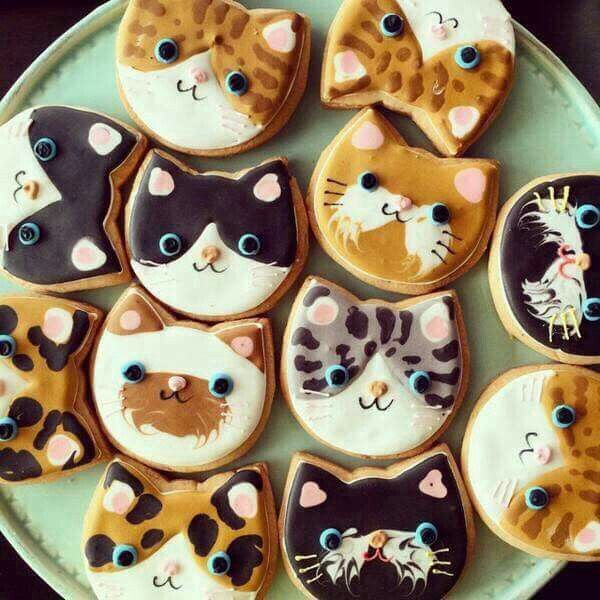 Cookie Cake Decorated With Cats