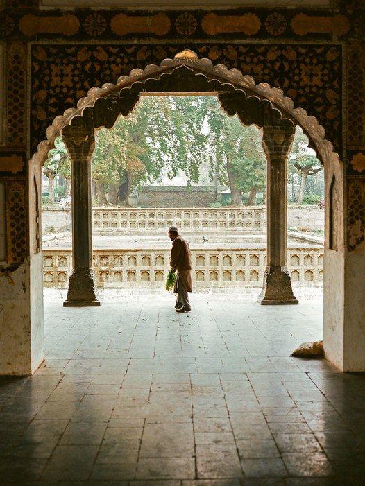 Srinagar's beautiful Shalimar Bagh,a garden built by the Mogul emperor Jahangir forhis wife in 1619.