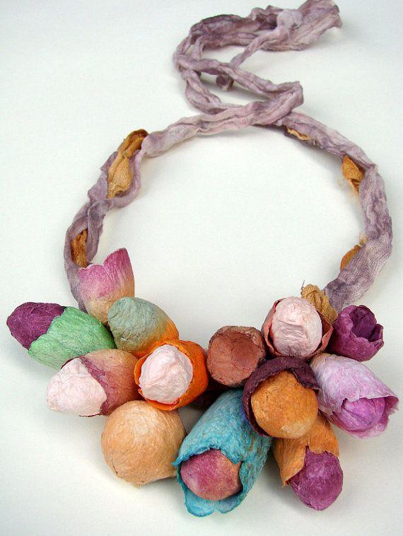 Πολύχρωμο Λινό Κολιέ με Χάρτινα Λουλούδια.  Δήλωση Κολιέ, Bib κολιέ, Υφάσματα κοσμήματα.  Boho, Hippie, φυσικό στυλ