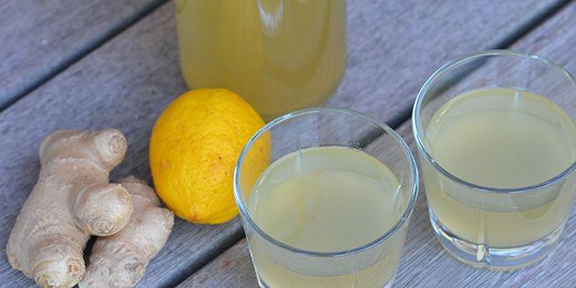 Dejlig ingefærdrik med citron og honning, der giver en skøn sødme og et lækkert syrligt twist. Den er både sundere og billigere, når du laver den selv, og så er opskriften tilmed nem.