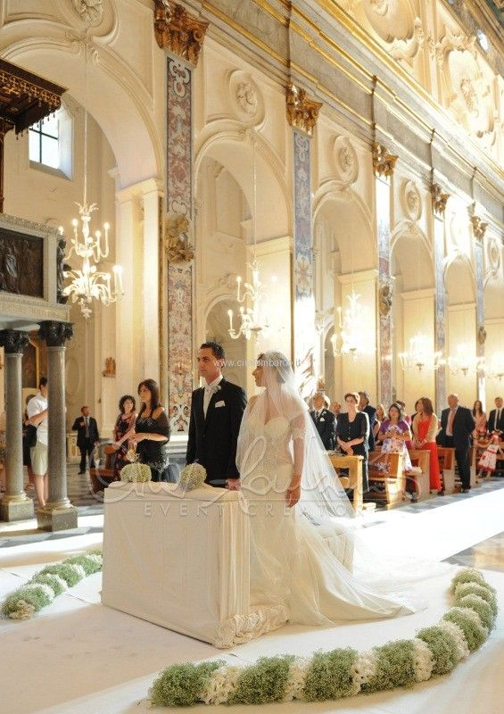 Junko: this is from an actual wedding at the Duomo di Amalfi.  I would like to have something like that to add an extra detail.