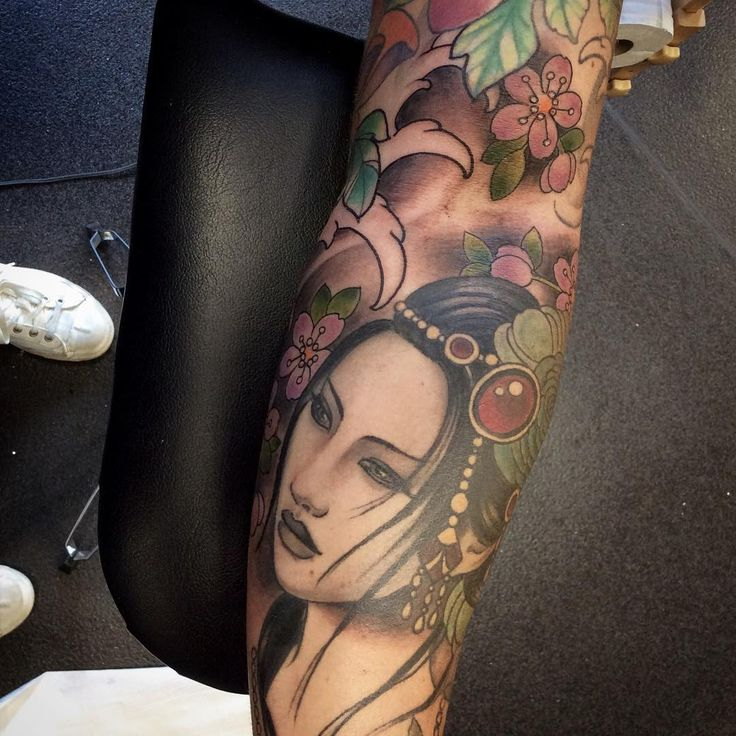 50 Colorful Japanese Geisha Tattoo Meaning and Designs Check more at http://tattoo-journal.com/50-elegant-geisha-tattoos/