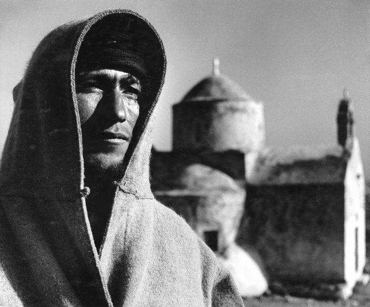 Νομός Χανίων, 1937, φωτό: Herbert List – Βοσκός στα Σφακιά