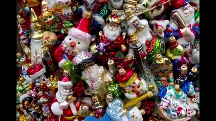 Новогодняя елка из игрушек.