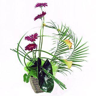 ΟΣΟ ΧΑΛΕΠΟΙ ΚΙ ΑΝ ΓΙΝΟΝΤΑΙ ΟΙ ΚΑΙΡΟΙ...   ...  ευτυχώς που πάντα θα  υπάρχει ένα ταμιείον  που ποτέ δε  θα ναι ...μείον!    είναι ο  εσωτερικός χώρος του καθένα μας   ένας κήπος όπου βρίσκουμε  όσα λουλούδια φροντίζουμε  αλλά και κάποια που μας προσφέρονται...  συ δε όταν προσεύχει, είσελθε εις τον ταμιείόν σου, και κλείσας την θύραν σου πρόσευξαι τω πατρί σου τω εν τω κρυπτώ,  και ο πατήρ σου ο βλέπων εν τω κρυπτώ αποδώσει σοι εν τω φανερώ.   Ματθ, ΣΤ,6