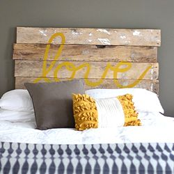 The color combination of grey and yellow brings a touch of happiness to a soothing room.