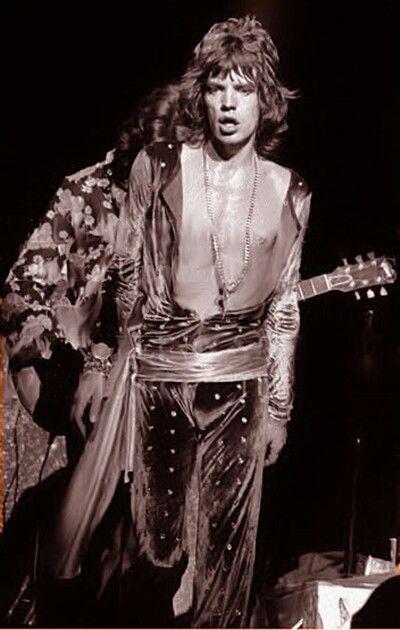 Mick performing 1972