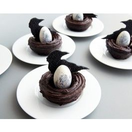 Mini Raven Nest Cakes - Gothic Raven Party - Projects