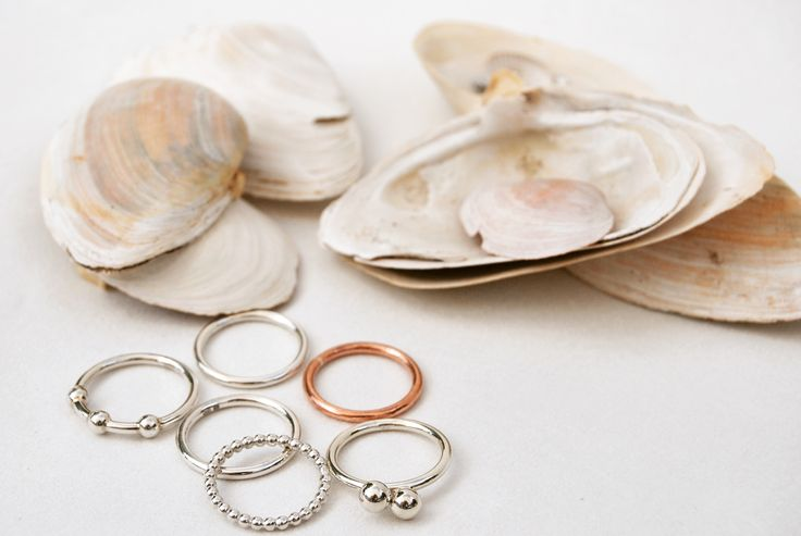 Stacking rings in sterling silver and copper by Mila Silver https://www.milasilver.se/ringar/kombinationsringar/