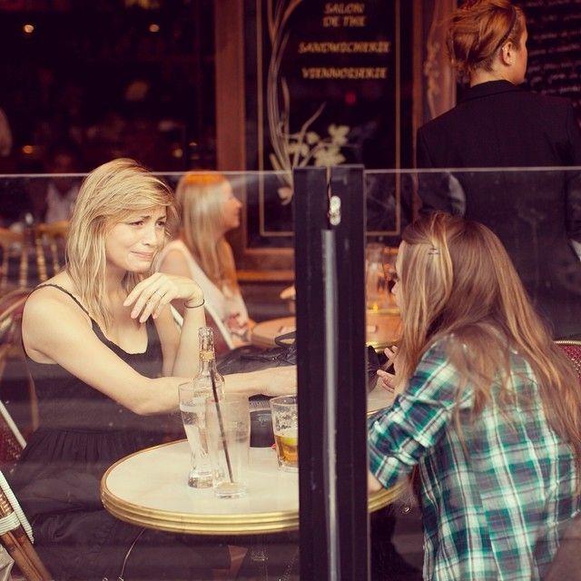 Paris Париж Cafe Girls باريس Parijs Παρίσι 巴黎  パリ 파리 emotions
