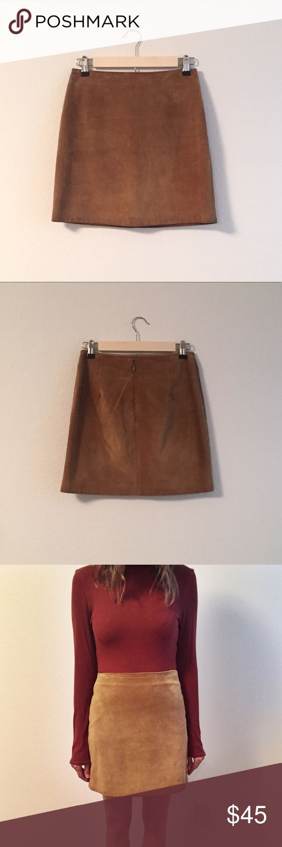 """Banana Republic Tan Leather Skirt 100% genuine leather // lining is 100% acetate ••• front length and side seams measure 16"""" // back seam is 15 and 5/8"""" ••• small stain at bottom of back right dart (shown in close up photo) and hanger impressions at waistband Banana Republic Skirts Mini"""