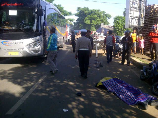 Bus Tabrak Motor di Ruas Jalan Juanda Depok, Satu Korban Diduga Tewas: http://www.kabarsatu.co/archives/8070