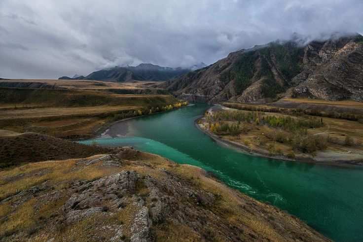 Chuysky Trakt at the conflux of the Katun River and the Chuy (Chuy-Oozi) River. Altai Krai