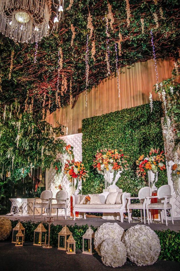 Botanical Glamour by Mawarprada Wedding Decoration Gardening Orange by Mawarprada Wedding Decoration #mawarprada #dekorasi #pernikahan #orange #garden #botanical #elegance #modern #pelaminan #wedding #decoration #granmahakam #jakarta more info: T.0817 015 0406 E. info@mawarprada.com www.mawarprada.com