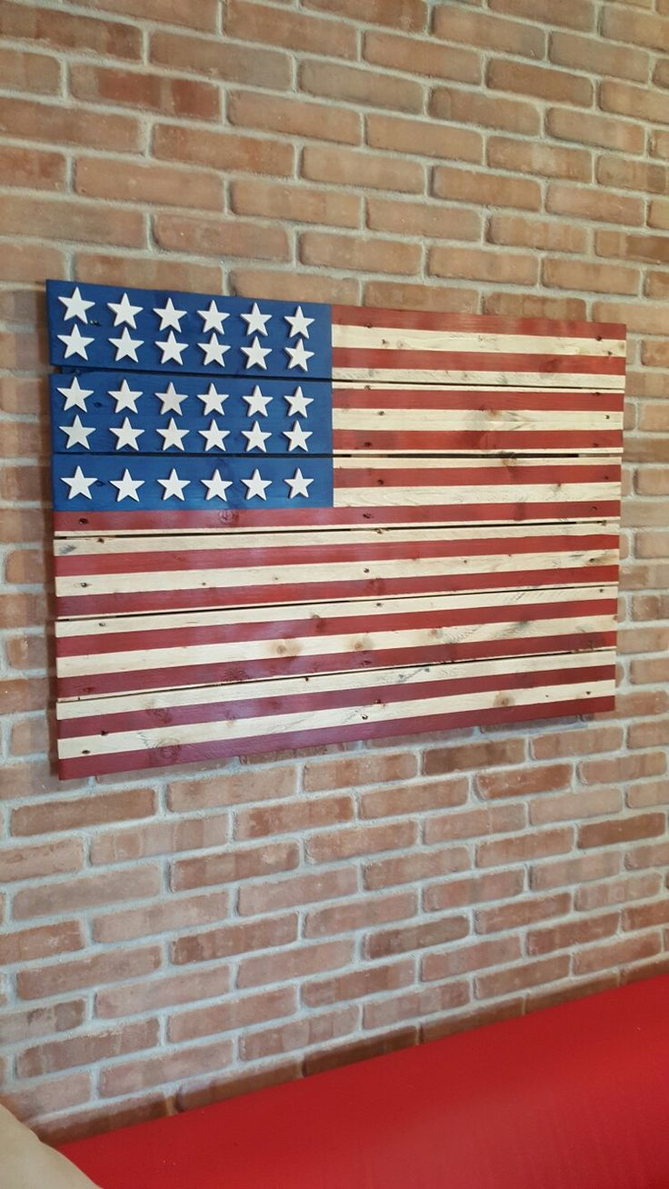 € 99 bandiera americana realizzata su pallet dismessi con stelle a rilievo per info moretti.vito@inwind.it