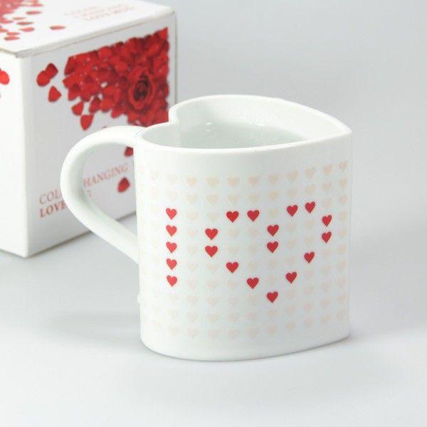 Magiczny kubek w kształcie serca/ Heart shaped magic mug A działa to tak że zmienia kolor pod wpływem temperatury. :) <3