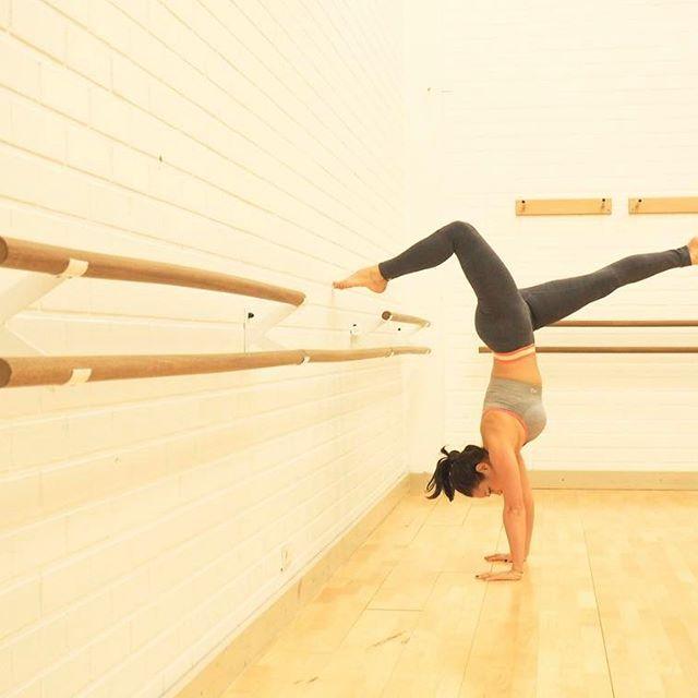 Good morning 💕 a little morning practice before breakfast 💫 #goodmorning #morningglory #sundayvibes #långvik #thankgooditslångweekend #feelgood #strikeapose #yogi #handstand #motivation #fitspo #fitspiration #gymnastics #karitraa #hyväähuomenta #training #traininsane #healthyliving #active #activeliving #mylife #fitfashion #langvikhotel http://www.langvik.fi/