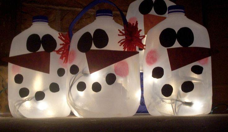 muñecos-de-nieve-con-garrafas-de-plastico: http://www.manualidadesinfantiles.org/munecos-de-nieve-en-garrafas-de-plastico/