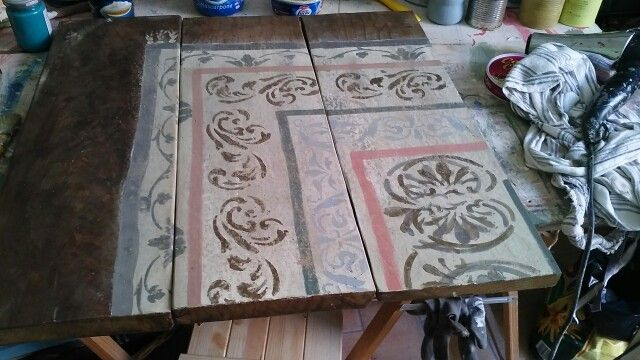 Tappeto dipinto su tavole