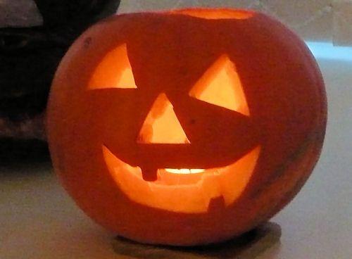 Halloween Pumpkin Ideas: Dickie's Happy Face Carved Pumpkin Photo