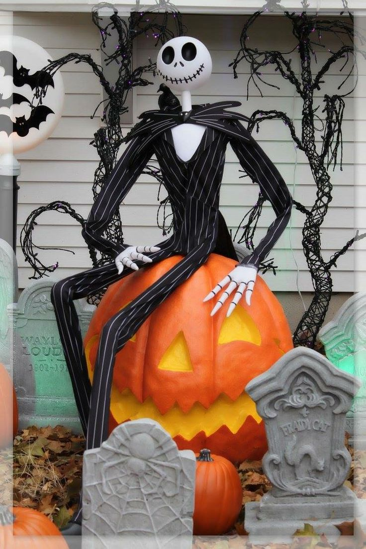 Lighthearted halloween display nightmare before for Pinterest halloween outdoor decorations
