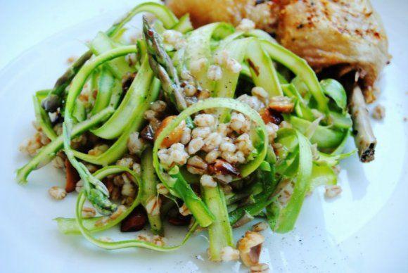 Matvete sallad med sparris och tryffelolja | Recept.se