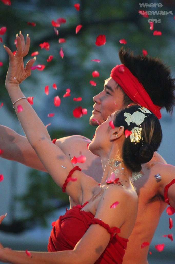 Not only has this image captured the colour red, but the facial expressions capture a sensual spirit of the Chiang Mai fest.