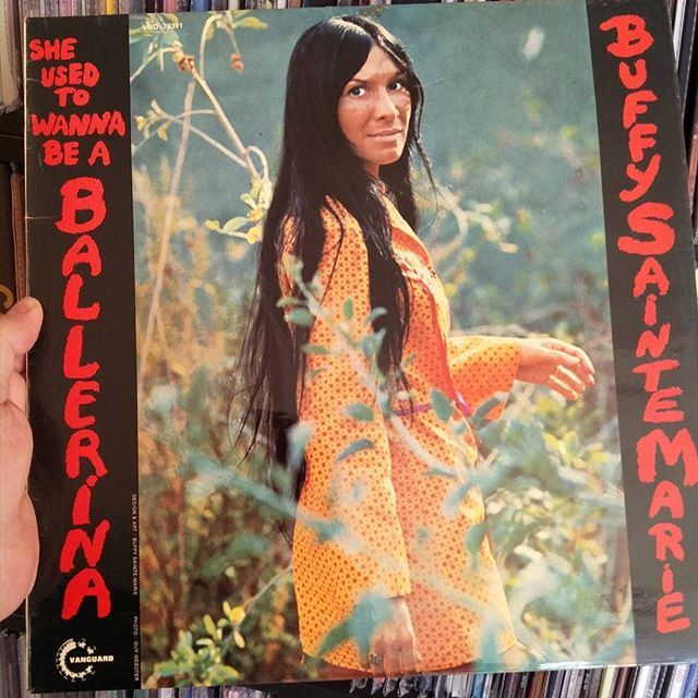 Sunday easy listening Buffy Sainte Marie #buffysaintemarie #sheusedtowannabeaballerina #nowplaying #easylistening #vinyljunkie