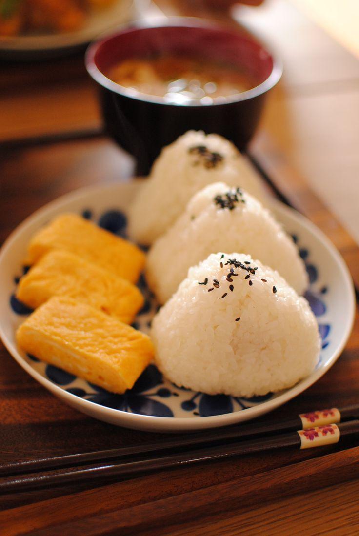 Japanese rice balls, Onigiri with tamagoyaki