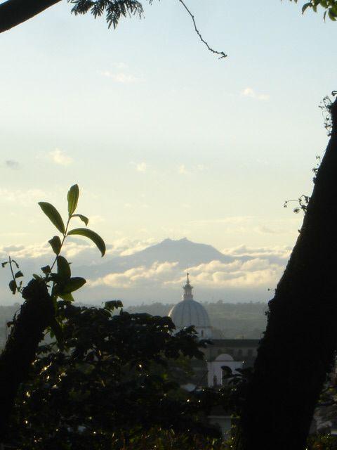 Popayán y Cerro de Munchique al fondo, Cauca, Colombia