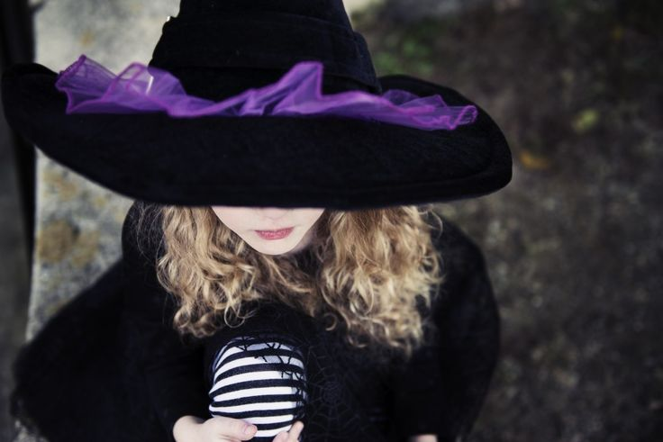 ADORABLE and super cheap witch costume for kids!