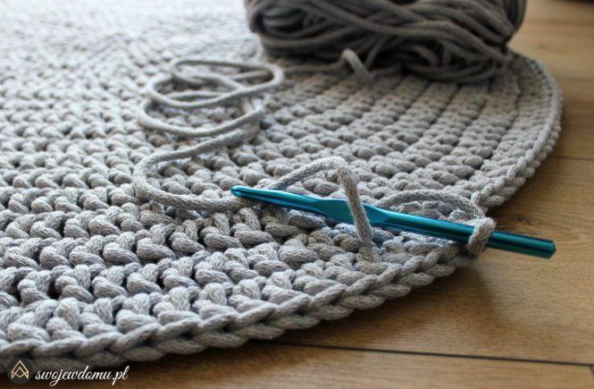 Jak zrobić dywan na szydełku? • swojewdomu.pl