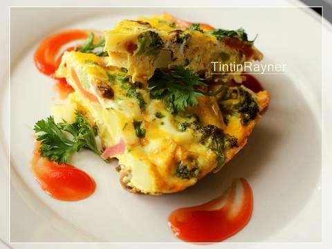 Resep Frittata Brokoli,Sosis,Jamur dan Keju - Italian Omelete favorit. Frittata adalah omelet telur khas Italia.yg artinya -kue telur- biasanya dlm frittata ini dikasi campuran macem2 sayur+daging,sesuai isi kulkas,jadi bisa jadi menu darurat/sarapan;) Seneng bangett sm frittata,bergizii bisa cemplung apaa aja ke dalem..daging asap,tomat,bayam,jagung.apapun isi kulkas masukkin aja..wkwkwkwkwk Kebetulan di kulkas masi ada bbrp bahan,si mbarep siang2 ini boring katanya sm masakan mama yg ...