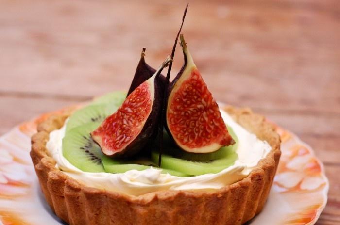 Fig & Kiwi Tartlet with Vanilla Mascarpone & Cherry Jam http ...