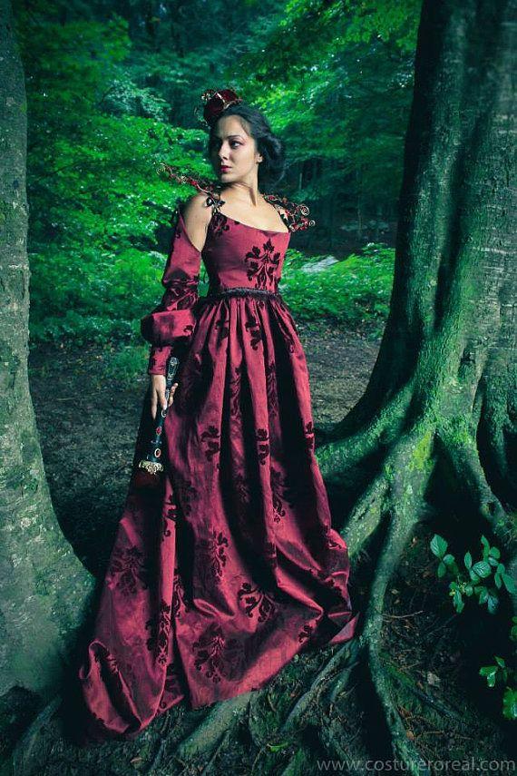 Red Queen medieval costume in brocade renaissance by CostureroReal, €320.99