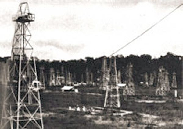 12 Jan 42: After mounting a brief, but fierce resistance, the outnumbered Koninklijk Nederlands Indisch Leger (Royal Netherlands East Indies Army, or KNIL) on the island of Tarakan in the Netherlands East Indies surrenders to the Japanese. All Dutch POWs are executed in retaliation for the destruction of the oil installations there. #WWII #History