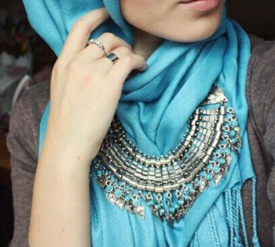 bohemian statement necklace with hijab, How to wear statement necklace with hijab http://www.justtrendygirls.com/how-to-wear-statement-necklace-with-hijab/