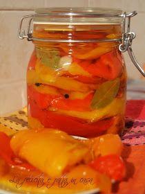 Ingrediente:    5 ardei grasi  sare mare  3-5 linguri otet  piper boabe  foi de dafin  usturoi         Mod de preparare:     Coacem ...