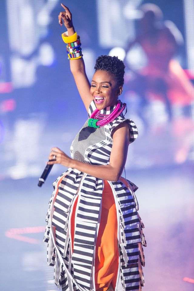 ♥Mafikizolo's Nhlanhla Nciza. This woman is amazing