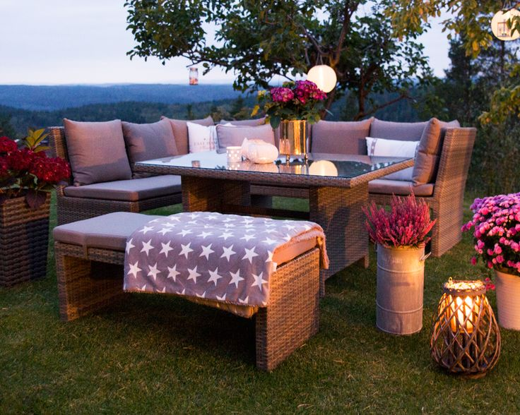 Hagemøbel, spisegruppe med høyt spisebord. www.krogh-design.no/hage