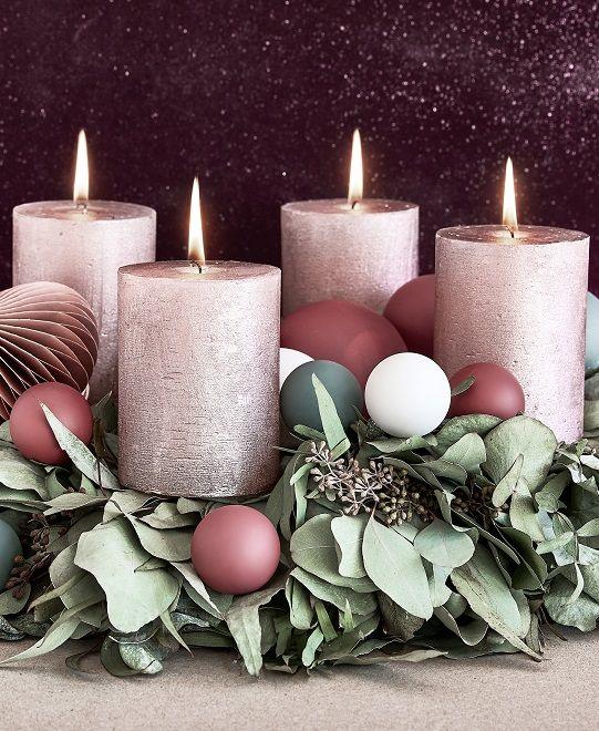 Advent, Advent ein Lichtlein brennt – ein Adventskranz darf in der Vorweihnachtszeit in keinem Zuhause fehlen! Wir warten mit ihm auf Heilig Abend und rücken dem Fest der Lichter mit jeder neuen Kerze, die brennt, wieder ein Stückchen näher. Bei WestwingNow findest Du alles was Du für Deinen Adventskranz benötigst! // Weihnachten Christmas Deko Advent Adventskranz Ideen DIY Selbermachen Geschenk#Weihnachten#Christmas#Advent#Adventskranz#Ideen#Geschenk#DIY#Selbermachen