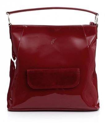 Komu se líbí tato moderní a exkluzivní, lakovaná červená kabelka? :) Zvednout ruku! http://panikabelkova.cz/p/76/4923/elegantni-damska-kabelka-felice-lesk-cervena-damske-kabelky.html
